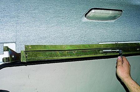 снимаем карту задней двери aveo:
